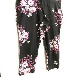 Torrid 2X Capri floral pants black and pink